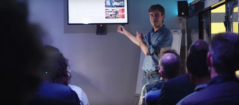 Casper Stelling van MuConsult geeft een presentatie tijdens de Festival Duurzame Mobiliteit